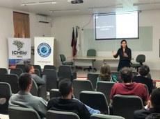 Profa. Dra. Ana Loísa ministrando palestra na 3ª Reunião do GT Pangeia.