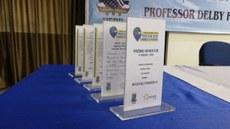 Exemplos de troféus da premiação.