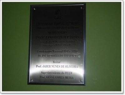 Fig. 2: Placa de inauguração do Anfiteatro Dr. Lindbergh Farias